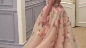 Vestido De Gala, Parece Com Uma Roupa De Princesa De Desenhos, Confira!
