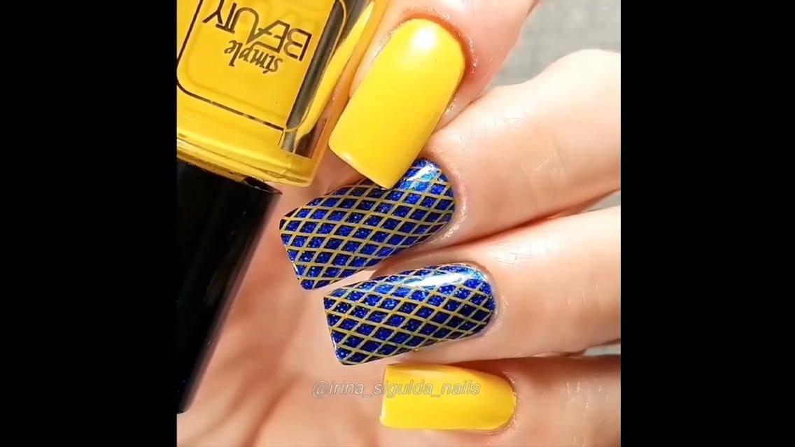 Vídeo com decoração de unhas com carimbo e outras técnicas, veja que lindas!!!