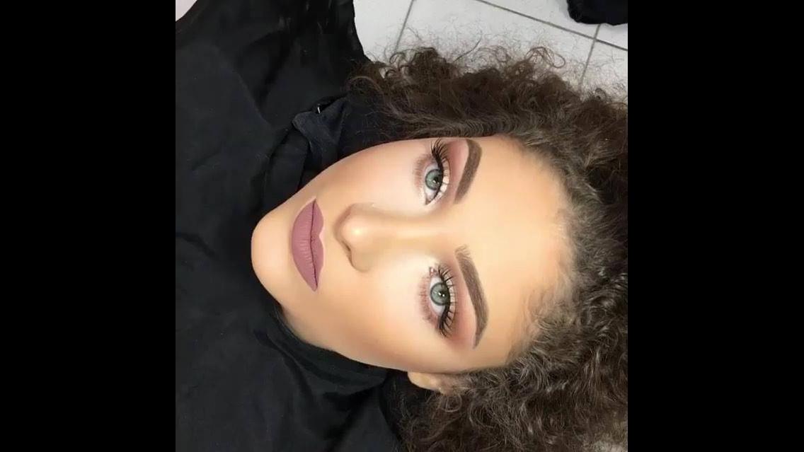 Vídeo com inspiração de maquiagem para o dia a dia super bonita