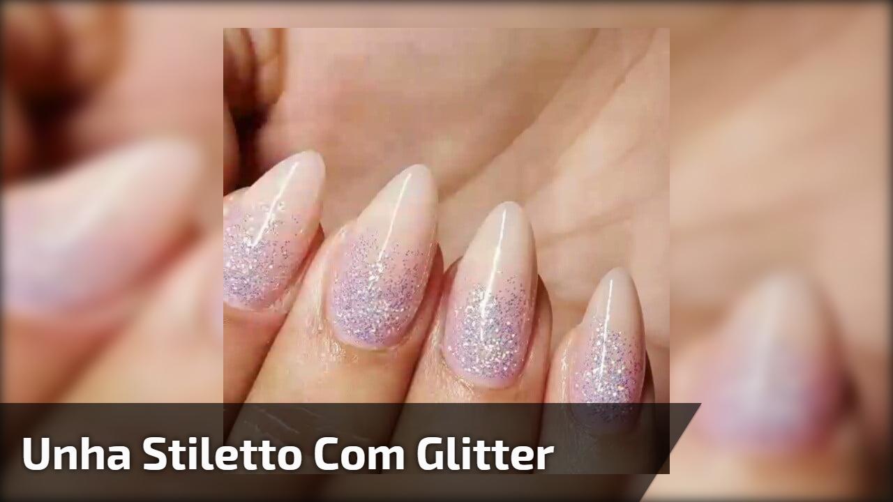 Unha stiletto com glitter