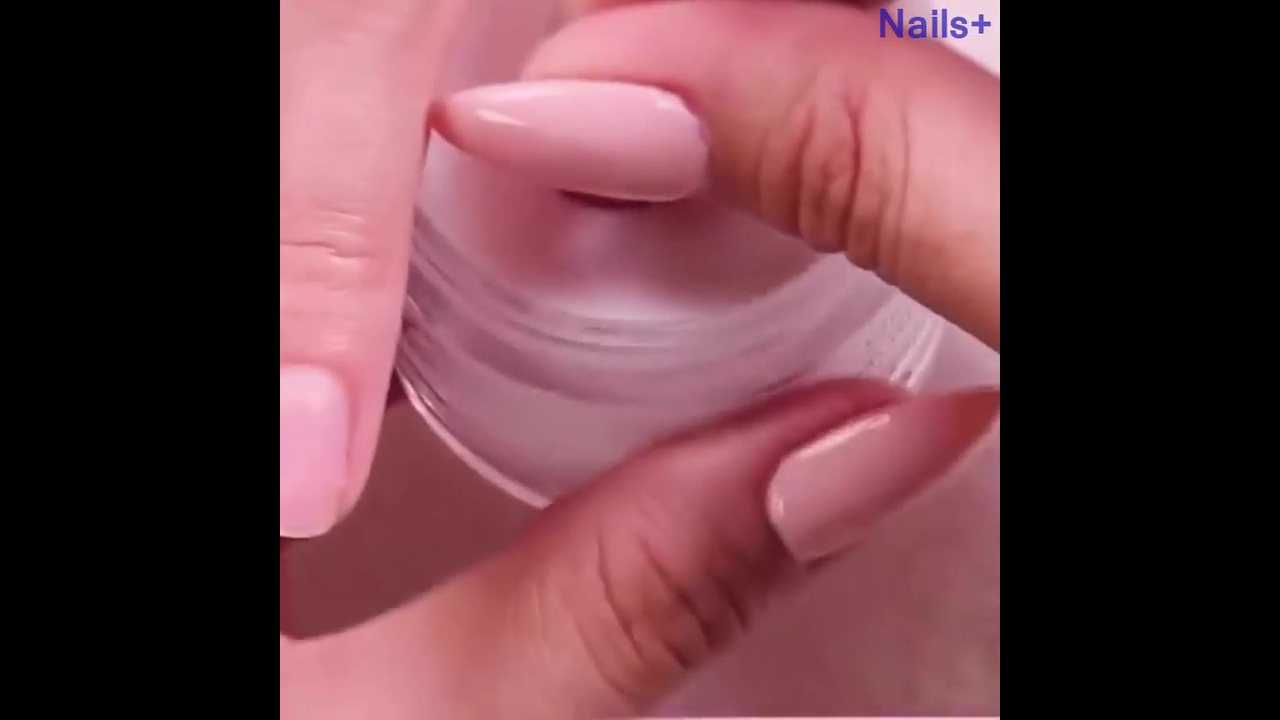 Vídeo com inspirações de decoração de unhas