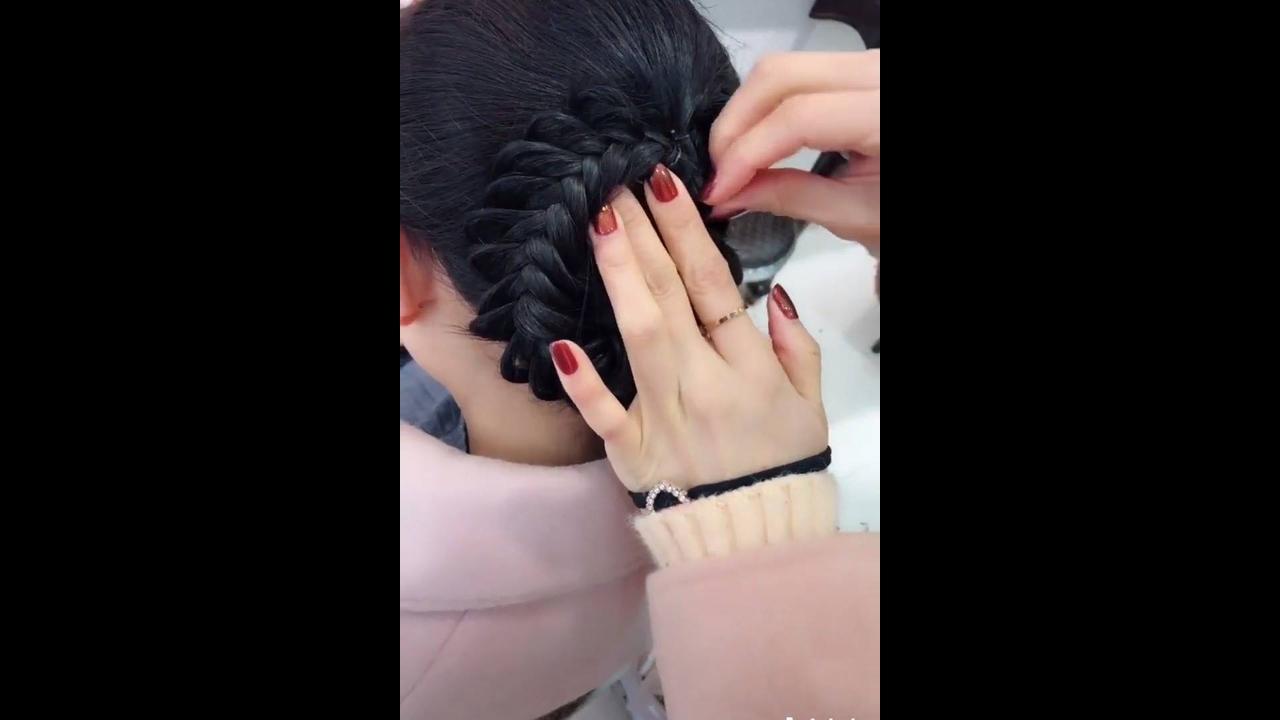 Vídeo com inspirações de penteados para formatura, é um mais lindo que o outro!!