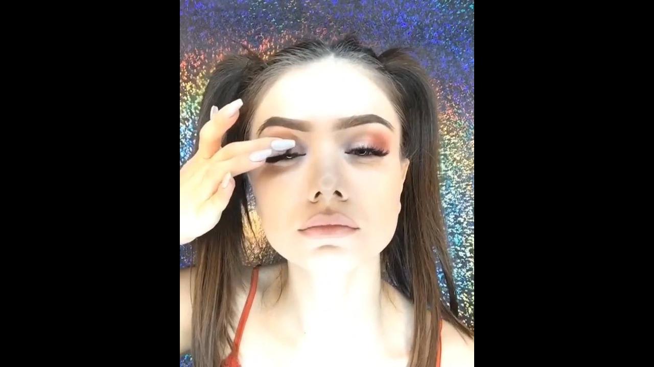 Vídeo com linda maquiagem para arrasar em qualquer momento do dia