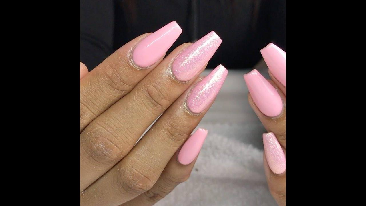 Vídeo com lindas unhas cor de rosa