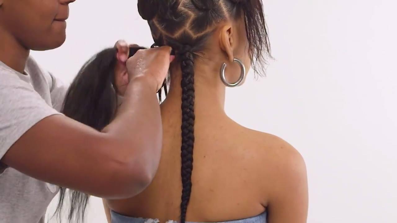 Vídeo com lindo penteado em cabelo afro