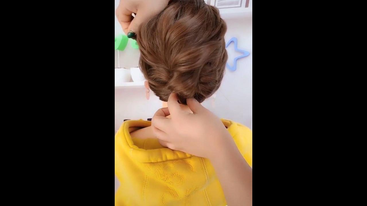 Vídeo com passo a passo de penteados para você arrasar com as clientes