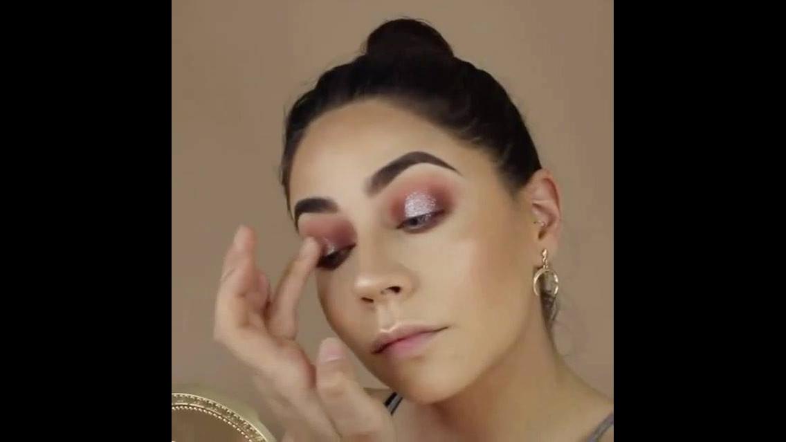 Vídeo com preparação de pele com contorno, olha só que linda essa pele!!!
