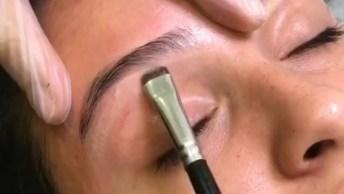 Vídeo Com Sobrancelhas Sendo Feita Com Cera, E Corrigidas Com Maquiagem!