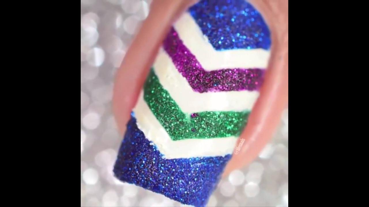 Vídeo com unhas decoradas para te inspirar