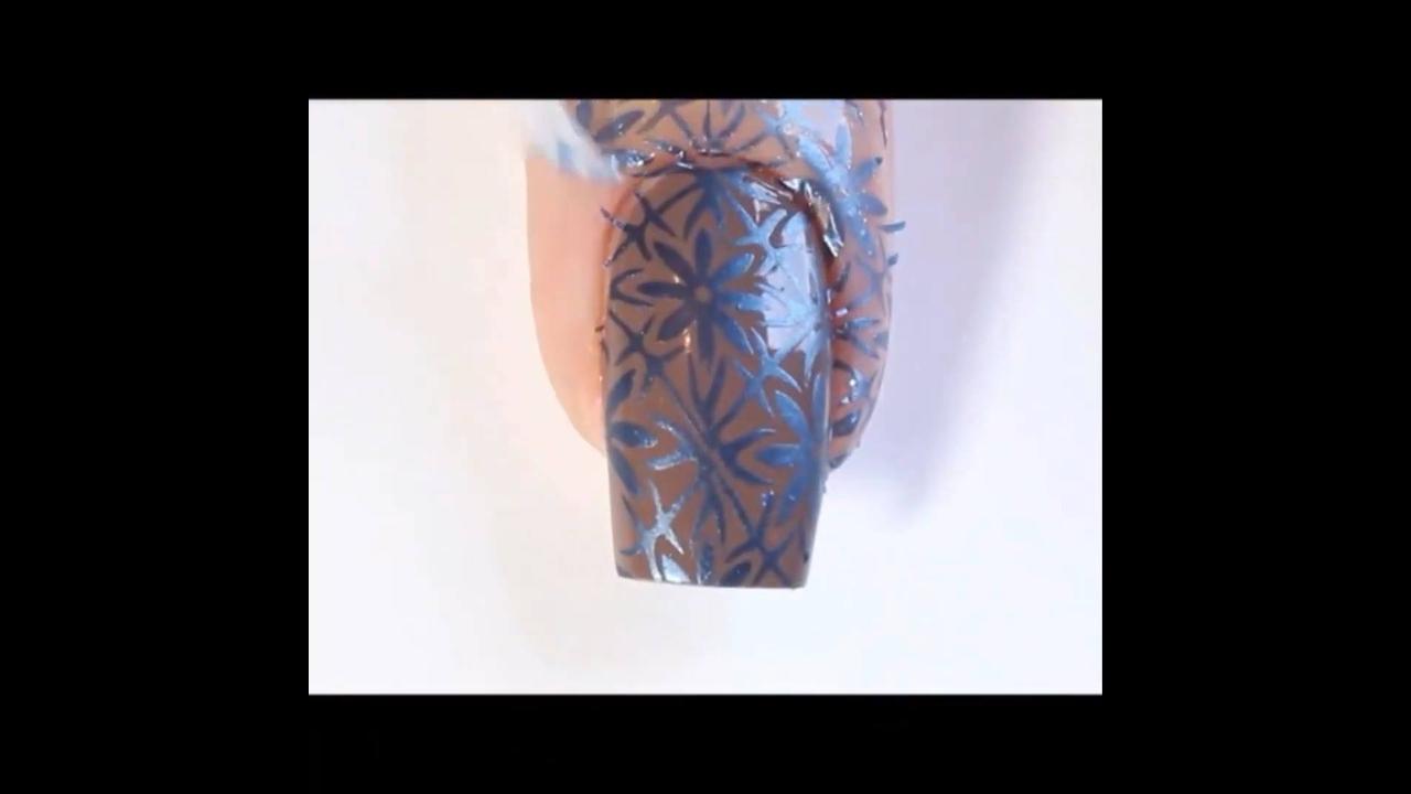 Vídeo com unhas decoradas perfeitas