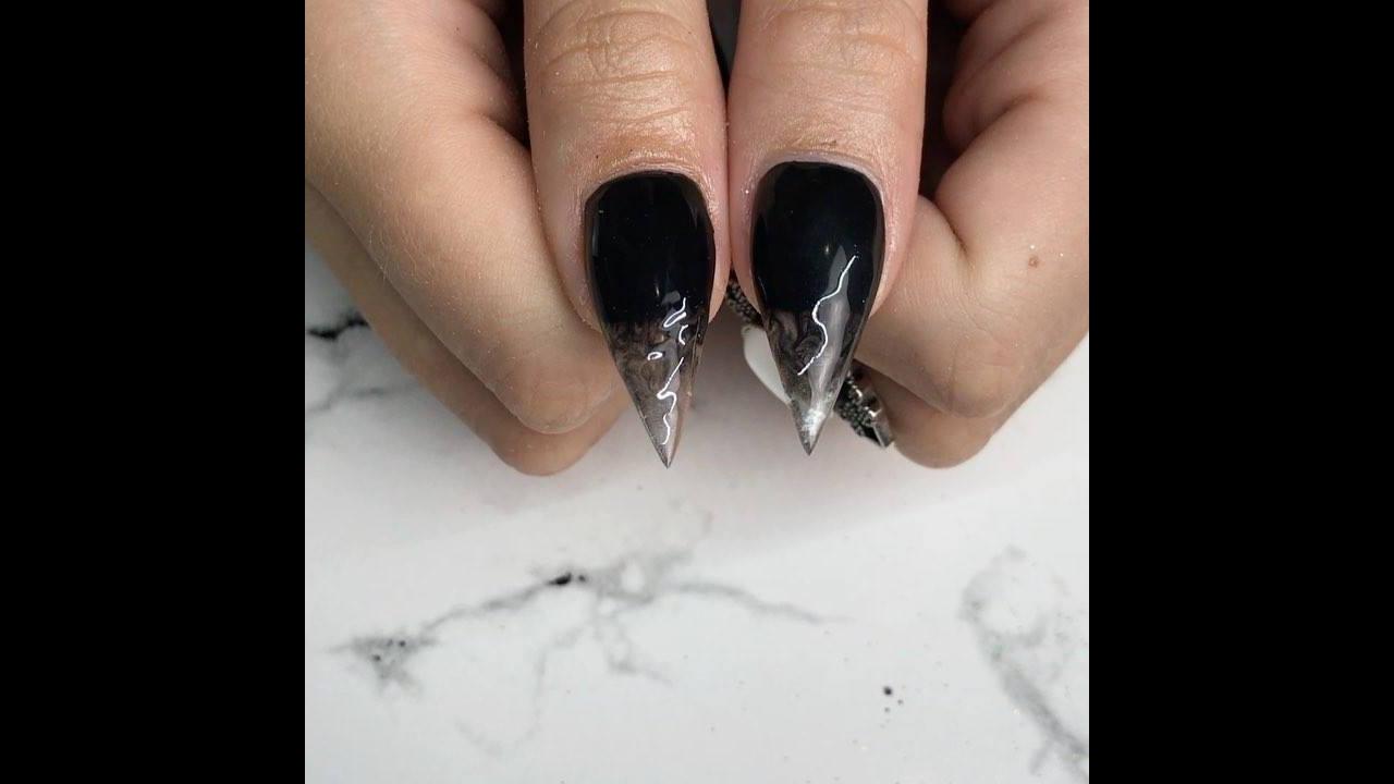 Vídeo com unhas feitas em acrigel em pontiaguda