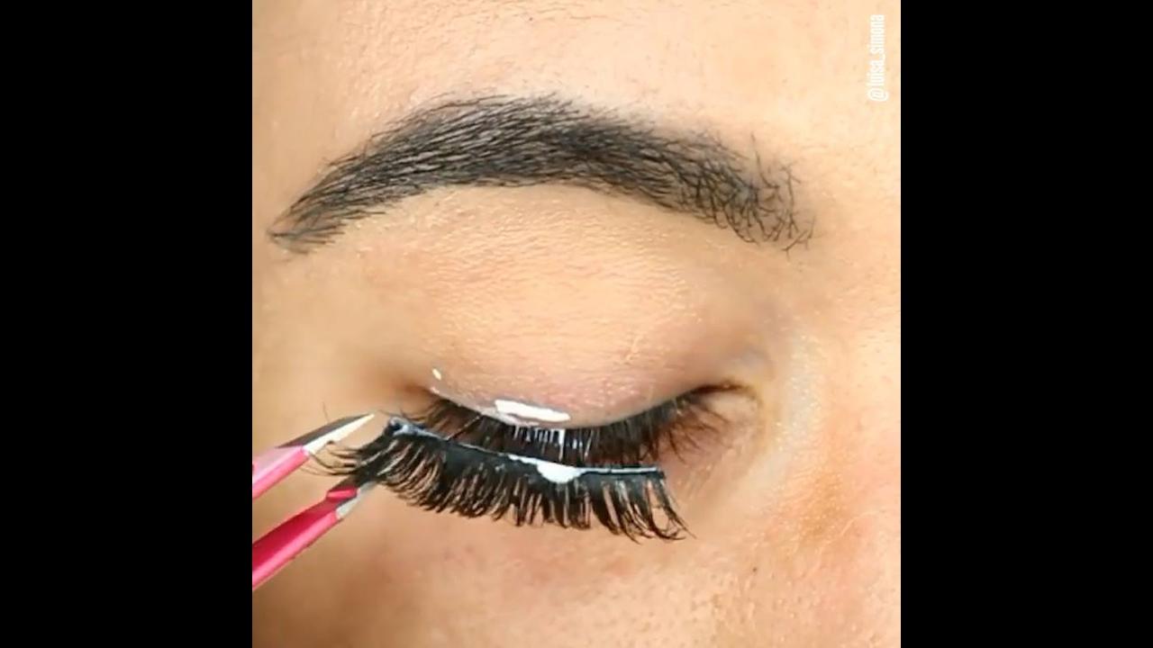Vídeo com várias dicas de maquiagem, veja como colocar cílios, delinear!!!