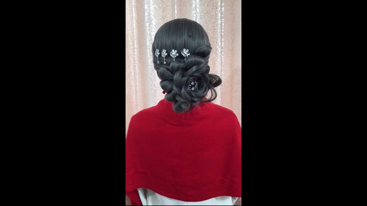 Vídeo com vários passo a passo de penteados para cabelos longos