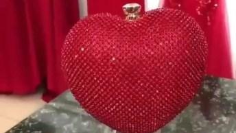 Vídeo Com Vestidos Vermelhos Maravilhosos, Marque Uma Amiga Que Ama Vermelho!
