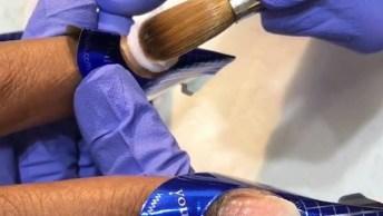 Vídeo Mostrando Alongamento De Unhas Em Acrigel, É Uma Mais Perfeita Que A Outra