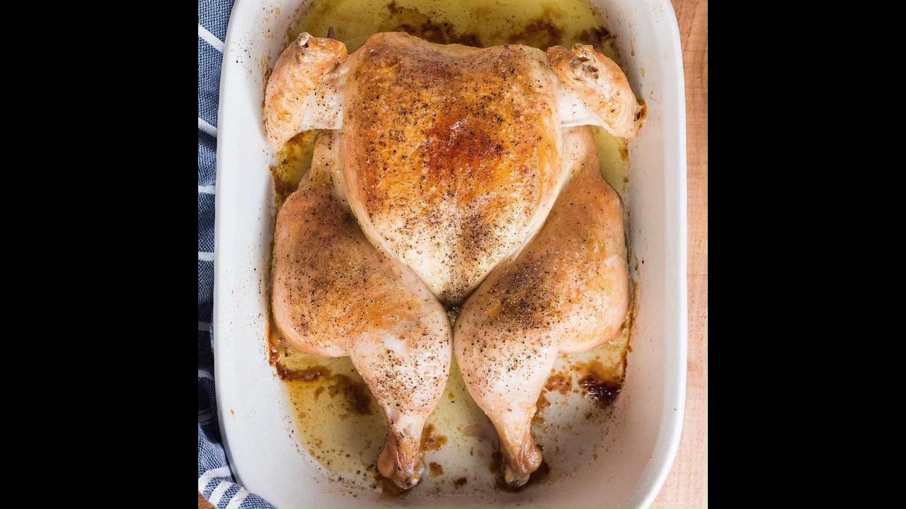 Aprenda a cortar o frango para ser colocado na assadeira