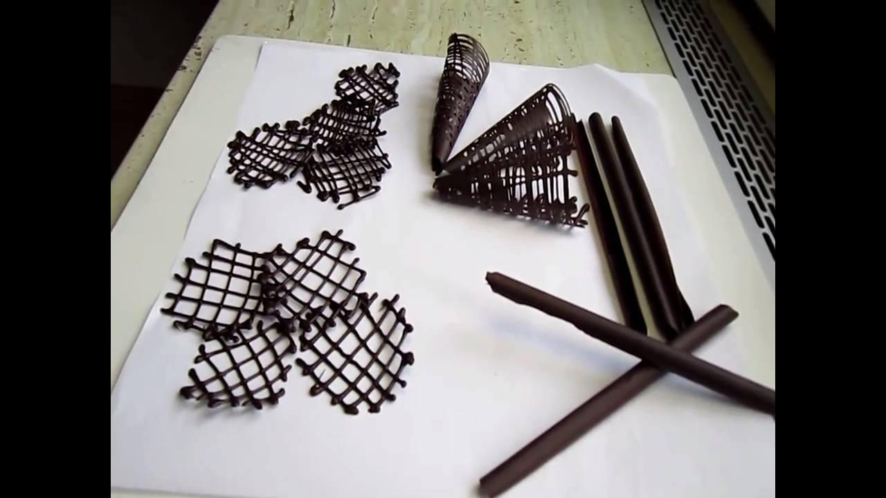 Aprenda a fazer peças de chocolates para decorar seus bolos