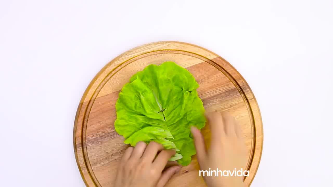 Aprenda a fazer rolinho de alface, uma receita saudável e super leve!