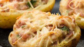 Batata Assada Com Linguiça Toscana, Perfeito Para O Almoço!