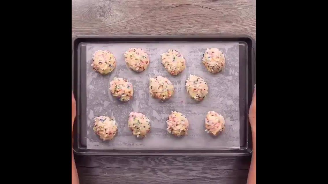Biscoitos coloridos e recheados