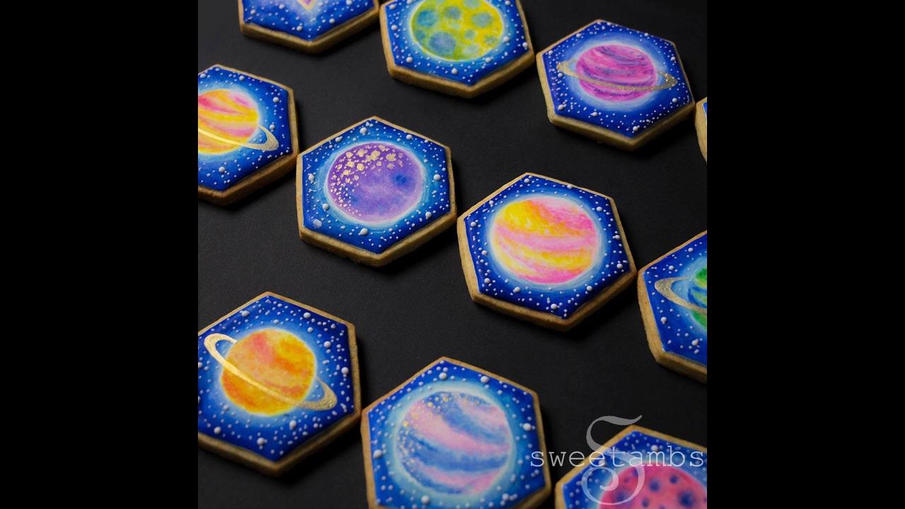Biscoitos decorados com desenhos dos planetas