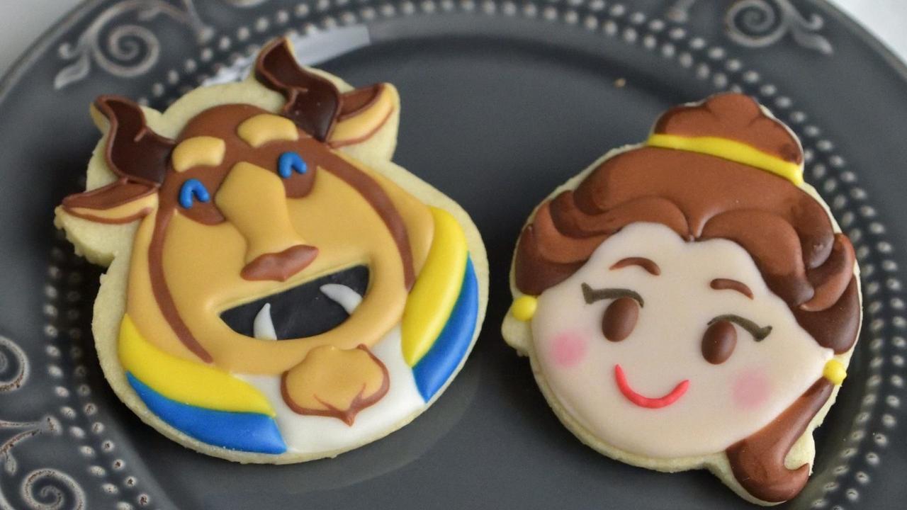 Biscoitos decorados com tema de desenho infantil