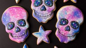 Biscoitos Decorados De Estrela E Caveira Colorida, Muito Legal!