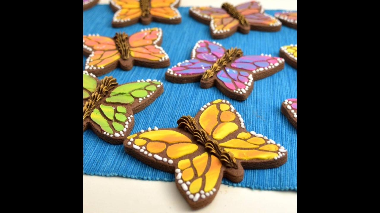 Biscoitos decorados em formatos de borboletas