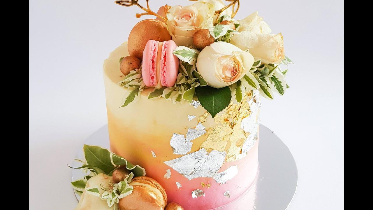 Bolo com decoração de rosas, mais um video de bolo decorado!