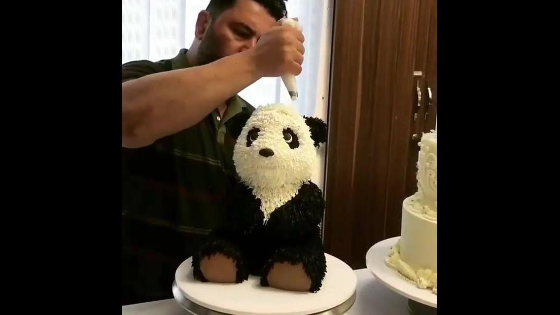 Bolo com formato de urso panda