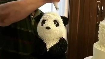 Bolo Com Formato De Urso Panda, Olha Só Que Trabalho Fantástico!