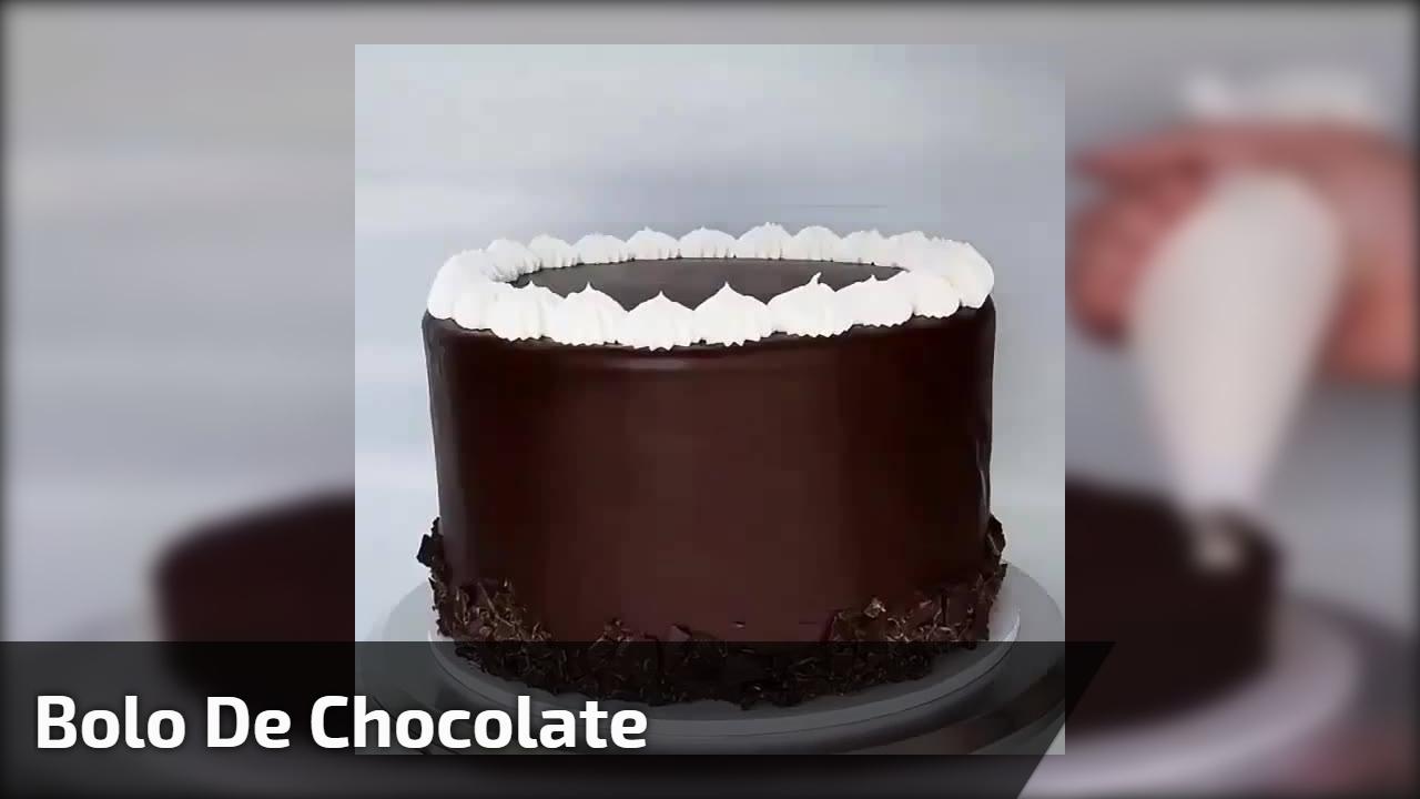 Bolo de chocolate com decoração maravilhosa, confira e compartilhe!