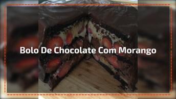 Bolo De Chocolate Com Morango, Calda E Chantili, Uma Delicia!
