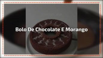 Bolo De Chocolate Com Recheio De Morango E Cobertura De Chocolate!