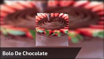 Bolo De Chocolate Com Recheio De Nutella, Morangos E Ninho, Uma Delicia!