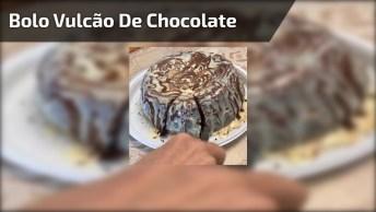 Bolo De Chocolate Com Vulcão De Leite Ninho, Uma Delicia!