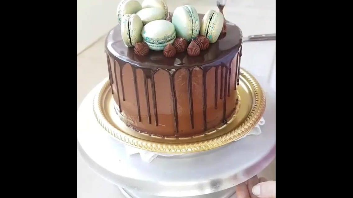 Bolo de chocolate passo a passo, mais um para aprender a decorar!