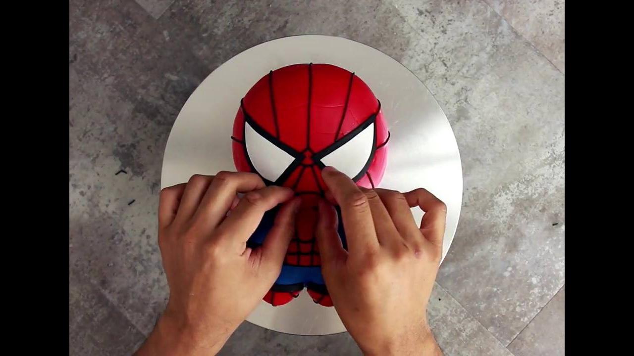 Bolo em formato do Homem-Aranha