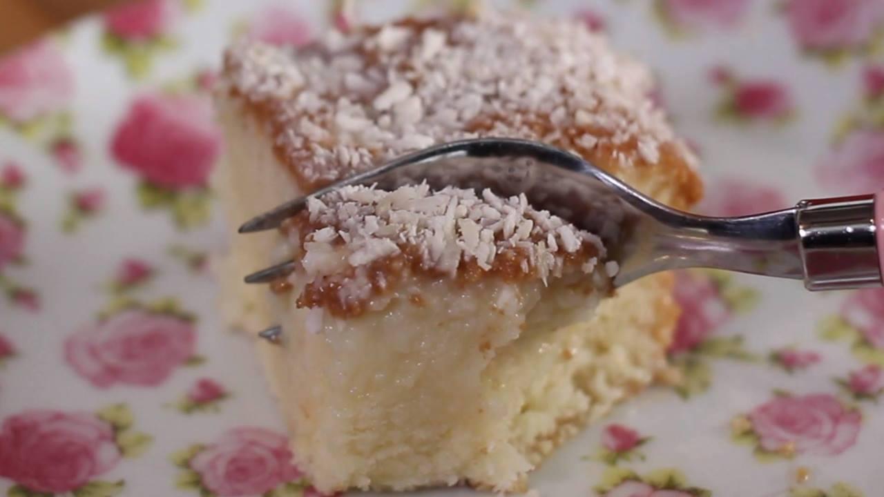 Bolo gelado de coco fácil de fazer, confira e compartilhe no Facebook!