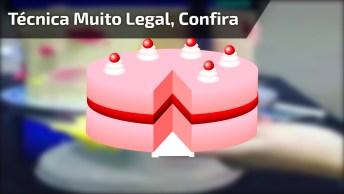 Bolo Sendo Confeitado Olha Só Que Técnica Muito Legal Confira!