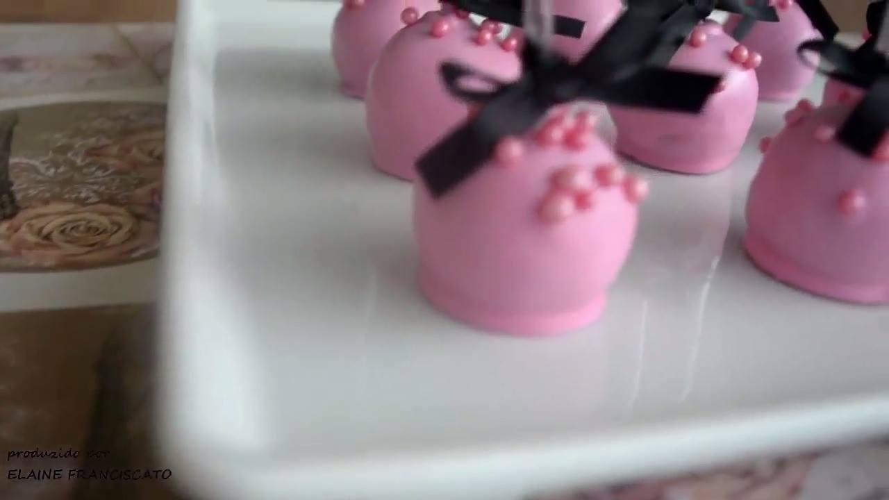 Cakepop, uma espécie de pirulito de bolo que esta fazendo sucesso nas festas