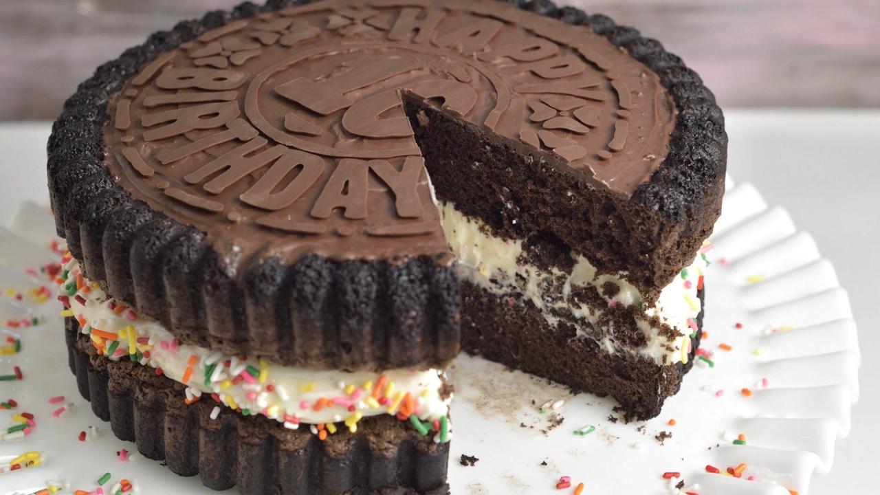 Como fazer um bolo em formato de biscoito recheado, fica legal!