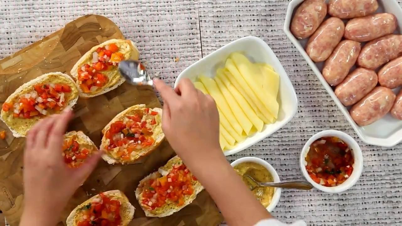 Como preparar um churrasco de sanduíche com linguiça de frango