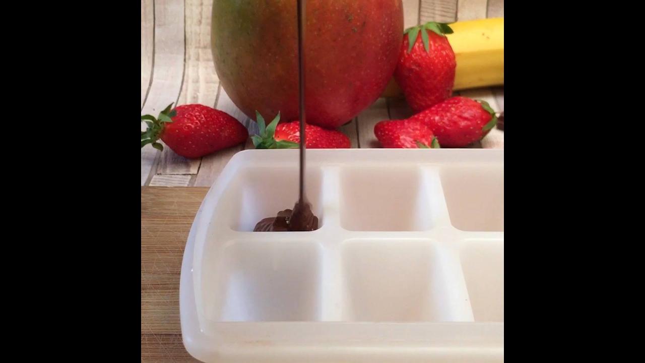 Cubos de Chocolates com frutas, coco