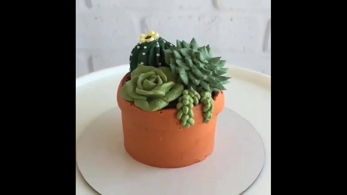 Cupcake vasinho de flor, dá um dó comer essa fofura de bolinho...