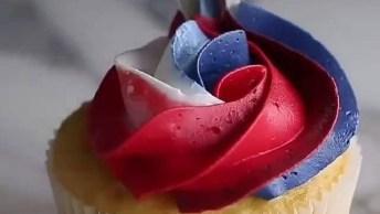 Cupcakes Com Coberturas Tricolores, Fica Lindo E Divertido!