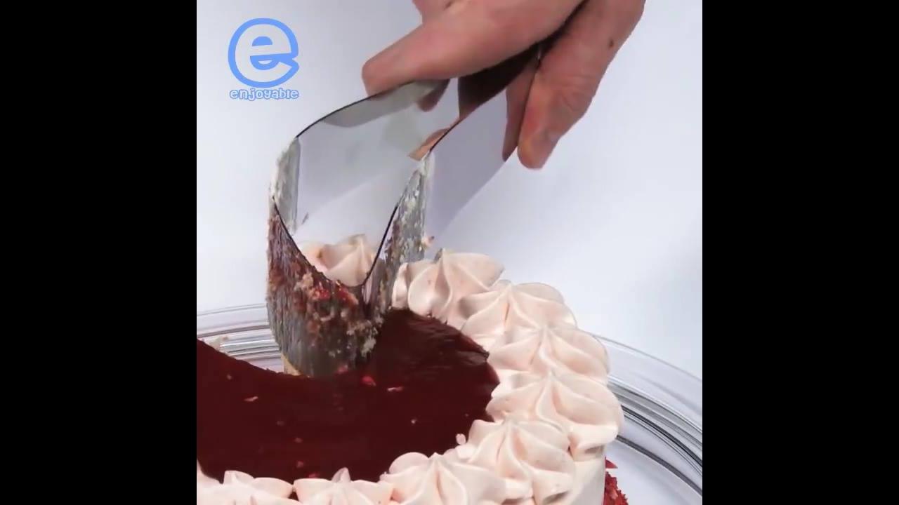Espátula de cortar bolo que padroniza na hora de servir