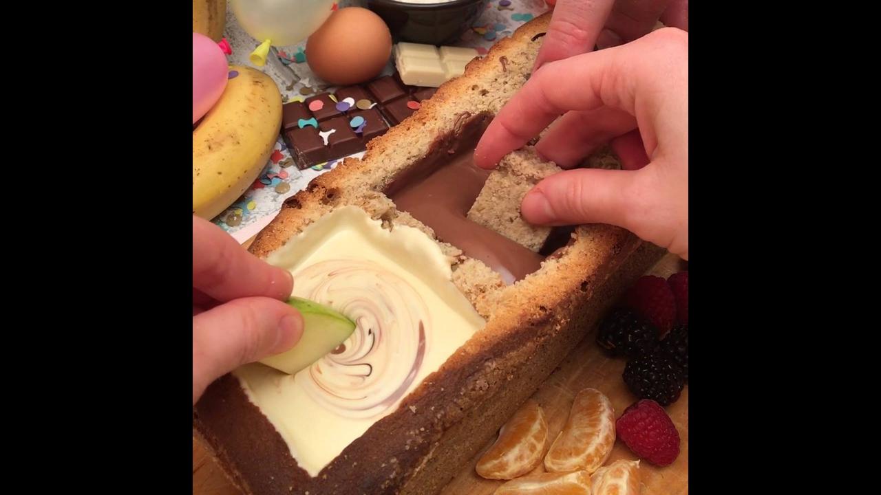 Fondue 3 chocolates servido em bolo