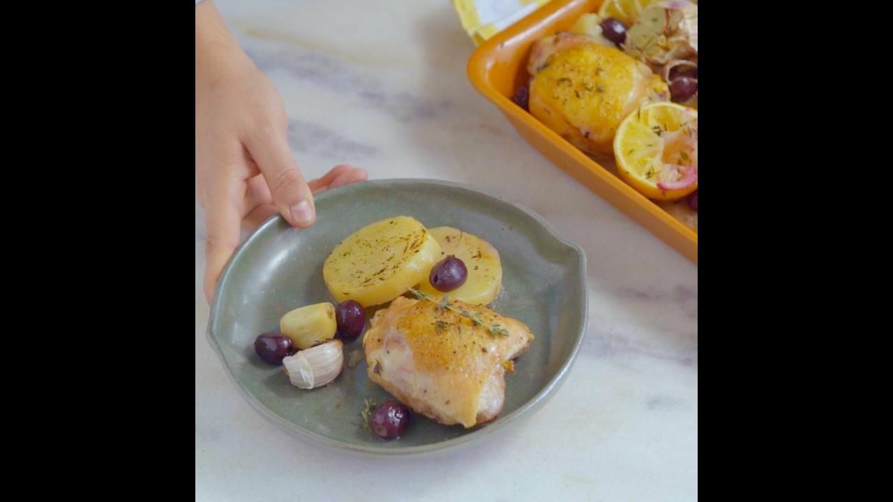 Frango assado com batatas e azeitonas