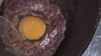 Hambúrguer De Carne Moída Com Ovo Frito Dentro, Que Ideia Legal Para Fazer!